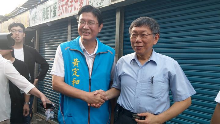 台北市長柯文哲今天到宜蘭,全部行程由國民黨縣議員黃定和陪同, 雙方強調「交朋友」順其自然。 記者戴永華/攝影
