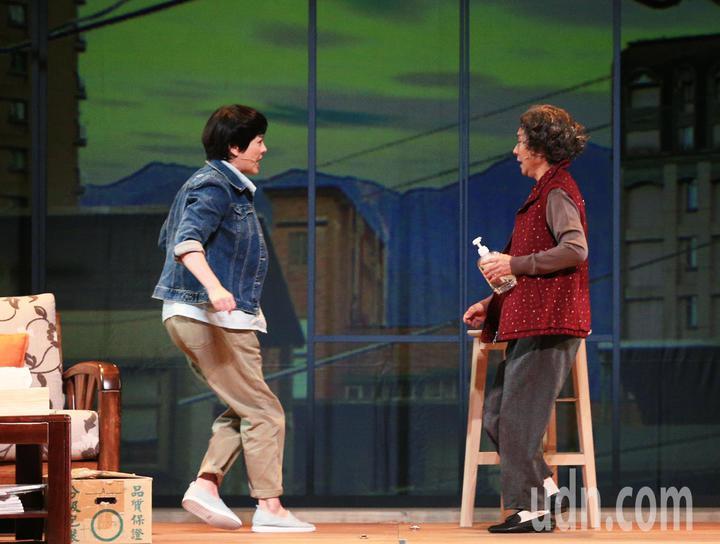 「七十三變」總彩排,楊麗音(右)與苗可麗(左)。記者陳正興/攝影