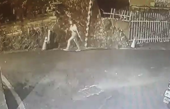 女大生在真理街巷內遭陌生大叔熊抱,掙脫跑到商店求救。記者林昭彰/翻攝