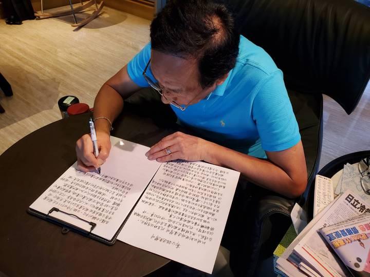 鴻海創辦人郭台銘今日宣布退出中國國民黨並親自撰寫聲明稿。 圖/郭台銘幕僚提供