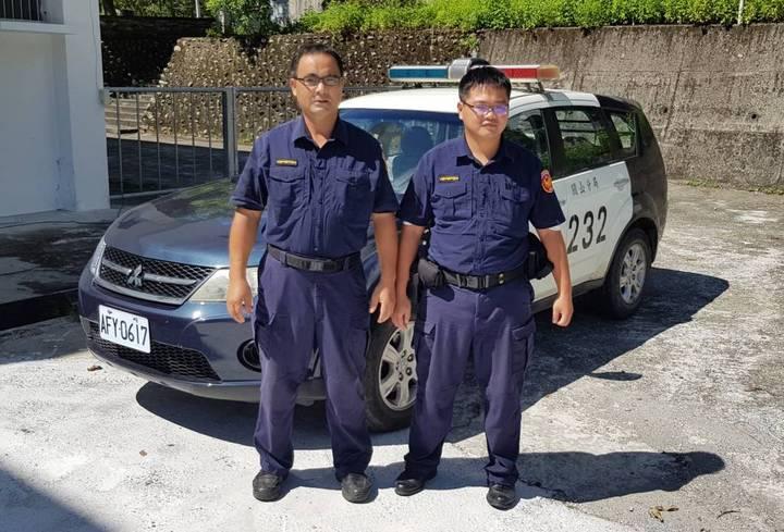 台東縣關山分局崁頂派出所員警,搶救嬰兒性命。圖/台東縣警察局提供