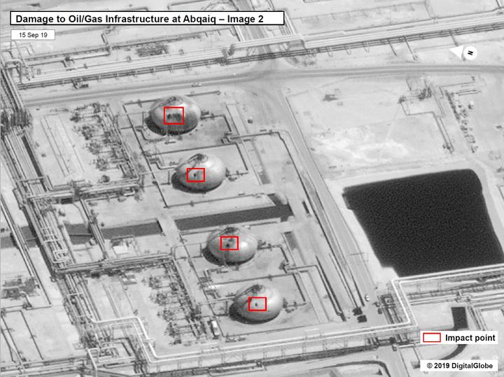 美國釋出衛星畫面,顯示沙國煉油廠有高達17個設施遭受19次攻擊。紐時指出,光憑影像無法斷言攻擊來自伊朗,但這確實呈現出攻擊的「精密及複雜度」,遠超出胡塞組織能力所及。法新社