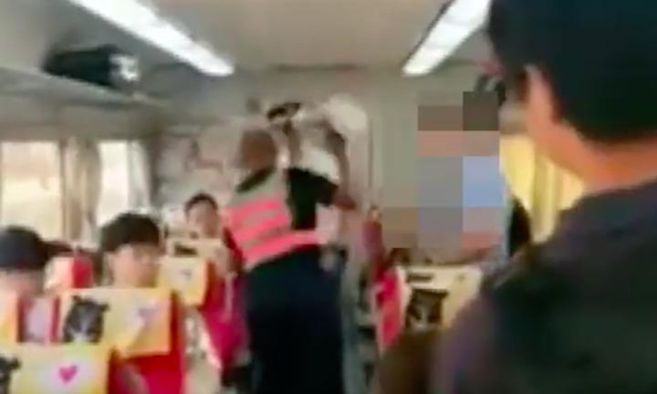 吳姓男子不願補票,持安全帽毆打列車長。照/取自爆料公社