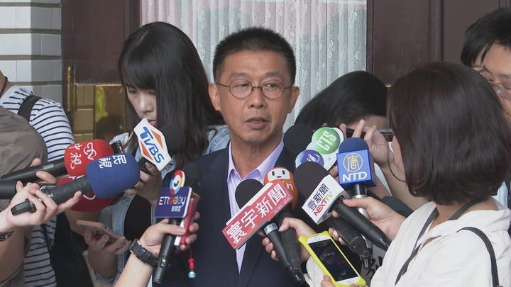 民進黨立委許智傑表示,郭台銘不登記連署,這段時間的紛擾有如這句話:「色即是空、空即是色」。記者王彥鈞/攝影