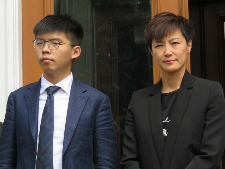 香港眾志秘書長黃之鋒(左)、歌手何韻詩等人訪美國華府,17日出席HKDC成立記者會。華盛頓記者張加/攝影