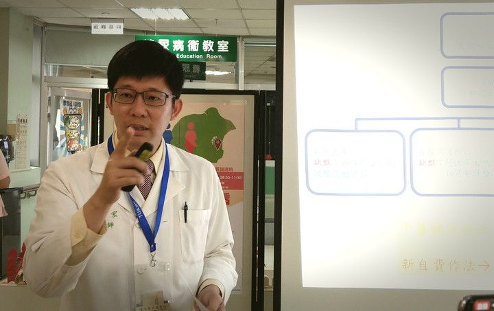 北榮員山分院泌尿科主任蔣智宏說明,以PHI抽血驗攝護腺癌,可減少71%不必要切片。 記者戴永華/攝影
