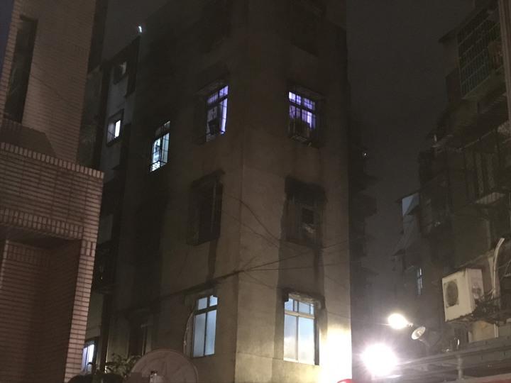 失火地點位於新北市中和區景安路222巷內的一棟公寓民宅3樓。記者柯毓庭/攝影