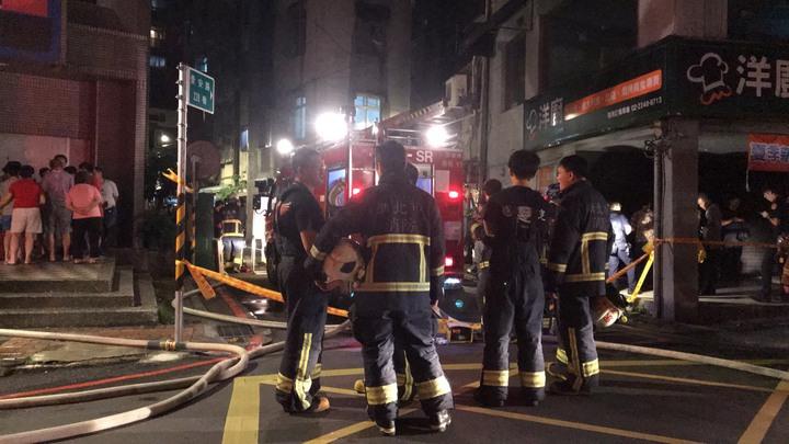 失火地點已由警消拉起封鎖線進行調查中。記者柯毓庭/攝影