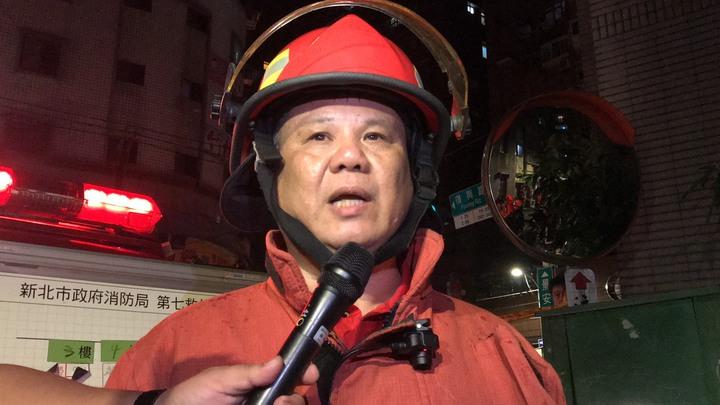 新北市消防局第七救災救護大隊長洪萬見受訪表示,目前仍在調查起火原因,初步不排除是人為因素造成。記者柯毓庭/攝影