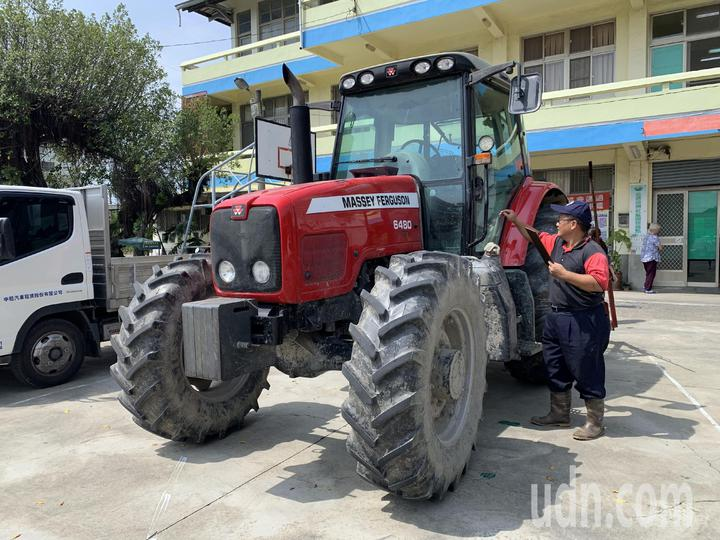 台南市佳里區漳洲社區成立自主防災社區,並與鹿農簽訂農機具支援協定。記者吳淑玲/攝影