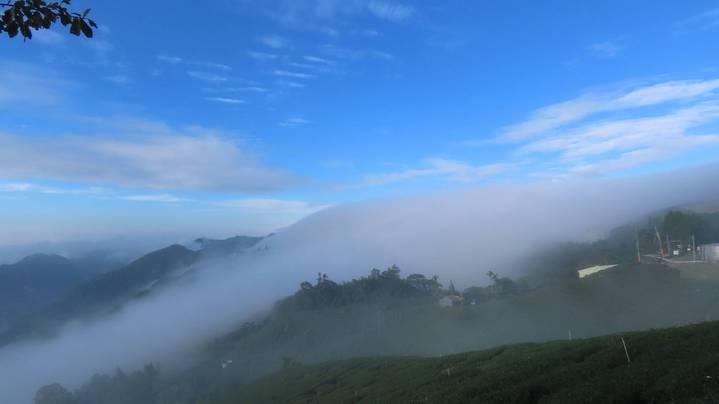 阿里山公路66K、64K、59K等處雲海及雲瀑大爆發,風起雲湧讓人驚艷讚嘆。圖/蘇家弘提供