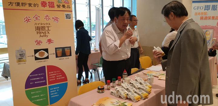 現場也展出多種適合吞嚥困難者的食品。記者鄭國樑/攝影