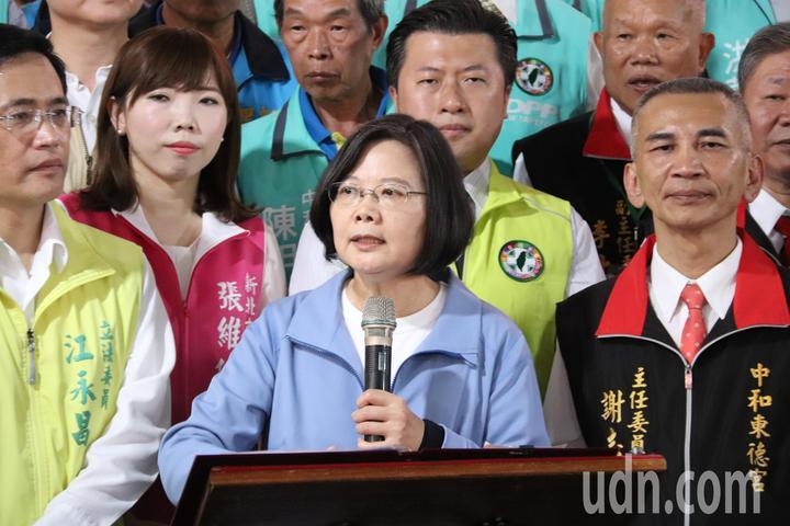 總統蔡英文談到兩岸關係,除了表示堅持不接受一國兩制外,更說出中國大陸最怕台灣的三件事情。記者胡瑞玲/攝影
