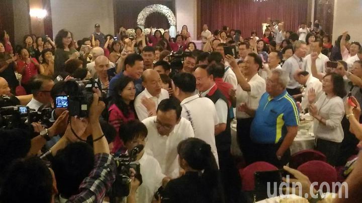 國民黨總統參選人韓國瑜參加台南市婦女會新進會員慶生會,受到熱烈歡迎。記者黃宣翰/攝影