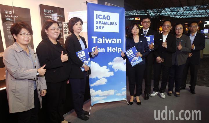 民航局參與ICAO(國際民航組織)行動團一行8人,由副局長何淑萍(右五)率領,22日晚間搭機啟程前往加拿大蒙特婁。記者陳嘉寧/攝影
