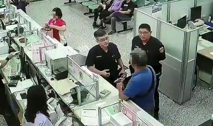 彰化市陳姓老翁18日欲前往台灣銀行員林分行匯款83萬,經警方、行員調查,發現陳是中了歹徒詐騙老哽,幫他保住養老金。記者陳宏睿/翻攝