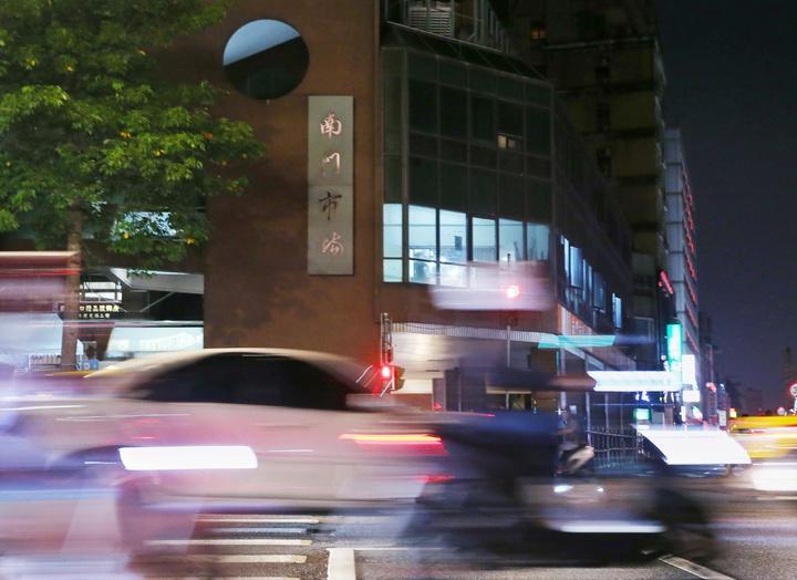 走過38個年頭,以大江南北外省料理聞名的台北市南門市場正式熄燈改建。記者曾原信/攝影